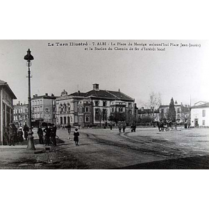 Albi. La Place Du Manège