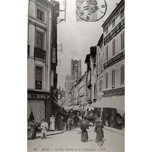 Albi. La Rue Mariès Et La Cathédrale